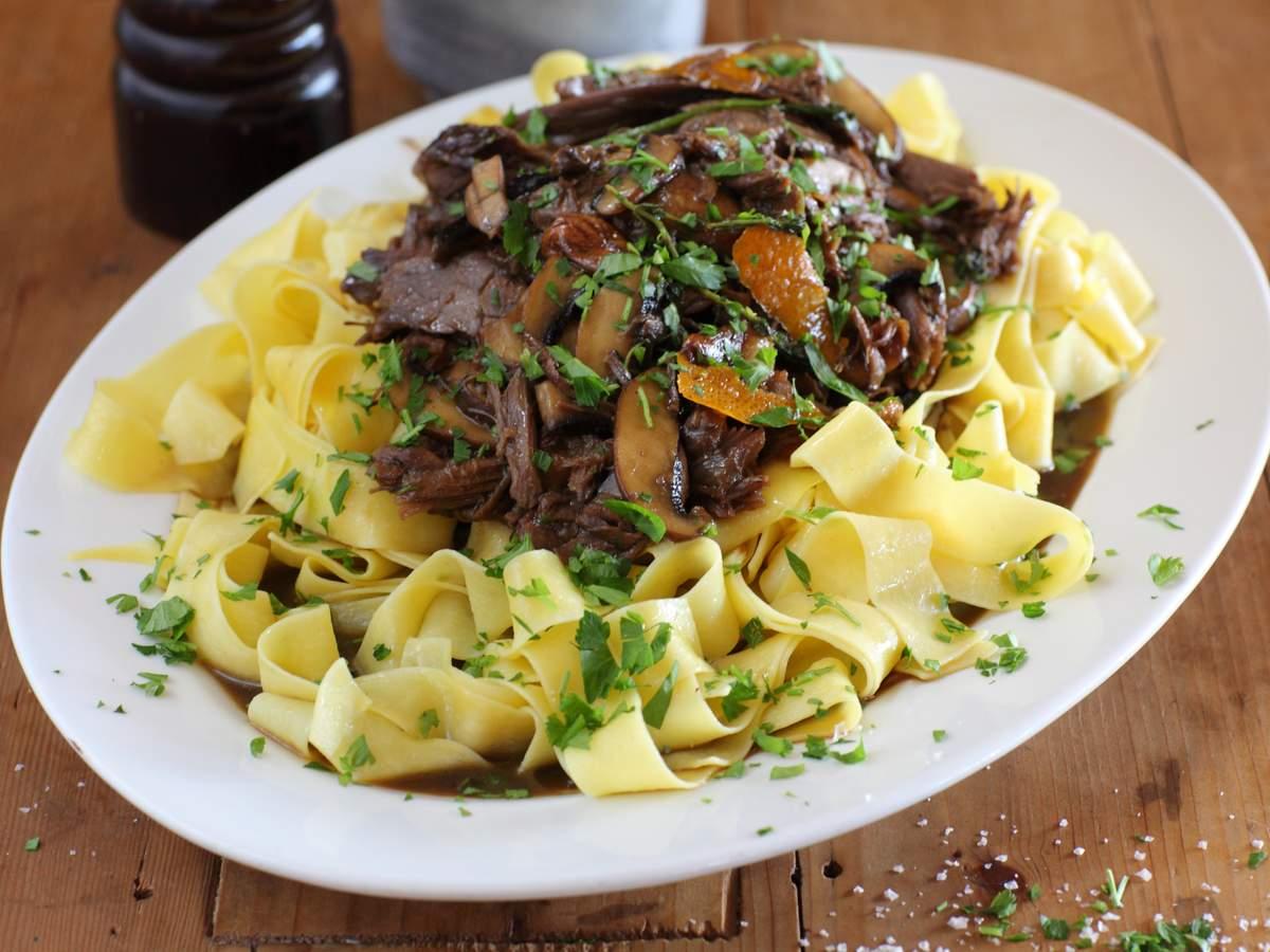 Beef_shin_with_pappardelle_roasted_garlic_and_parsley