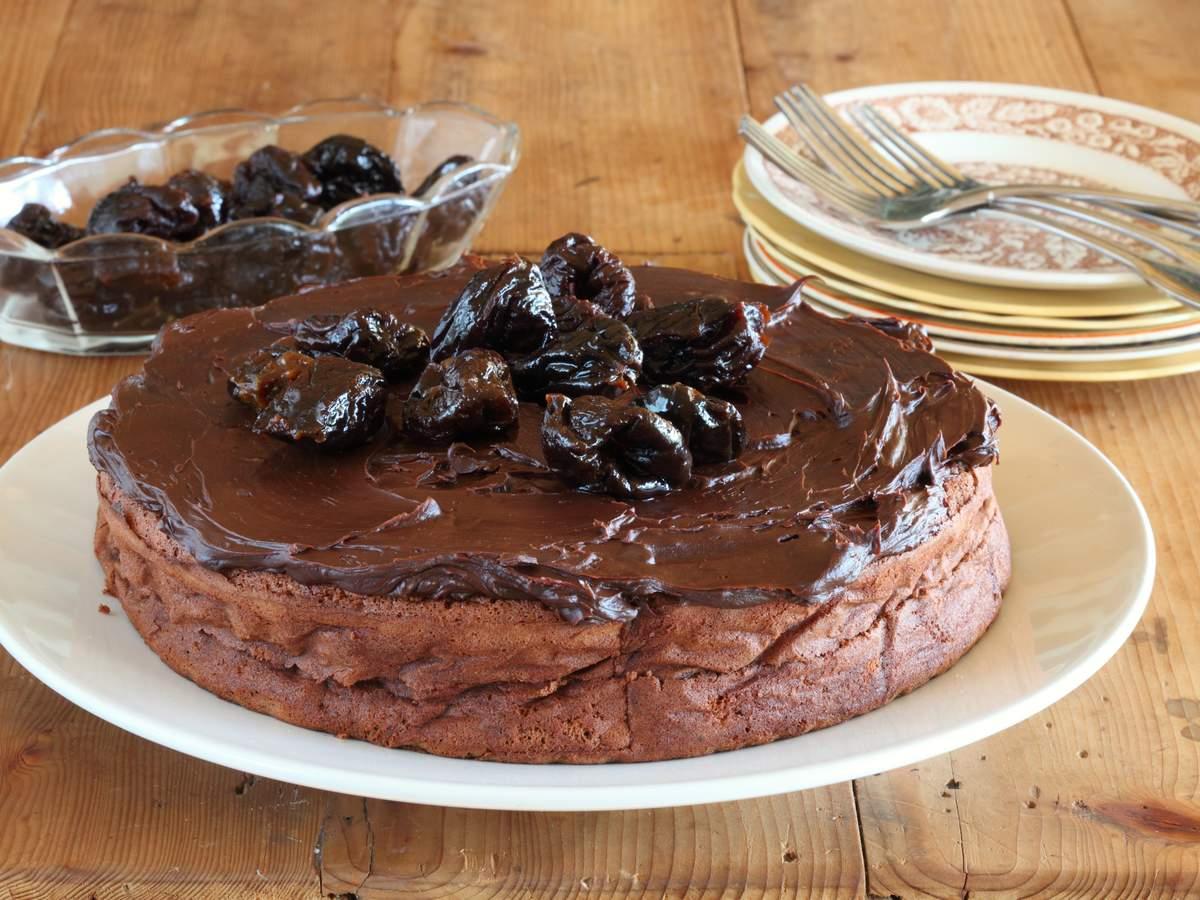 Prune and chocolate cake 03