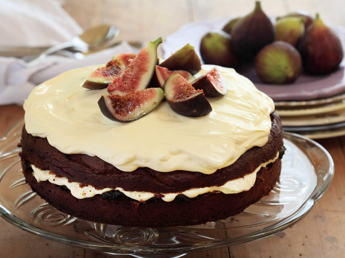 Burnt fig jam cake1