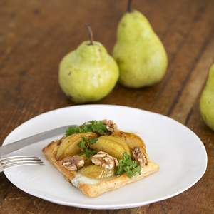 Pear and blue cheese tart with walnuts  1  approved