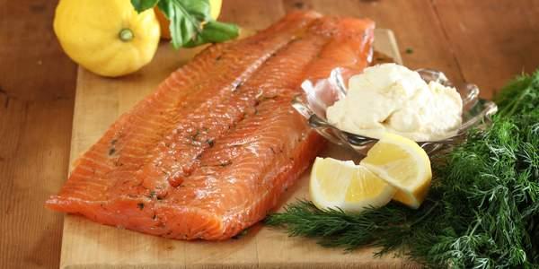 Cured salmon with horseradish creme