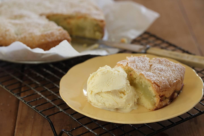 Apple tea cake with vanilla bean icecream 3