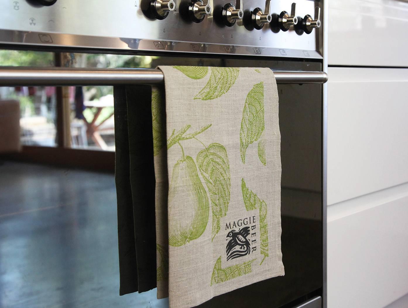 Tea towel pear oven 2