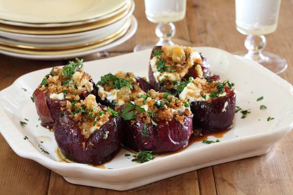 Baby red onions stuffed with goats cheese