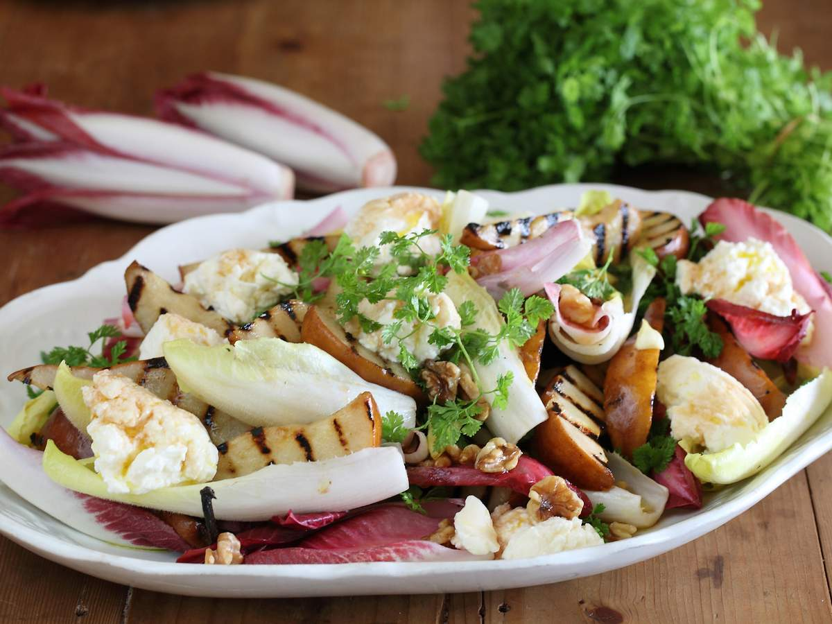 Grilled pear salad