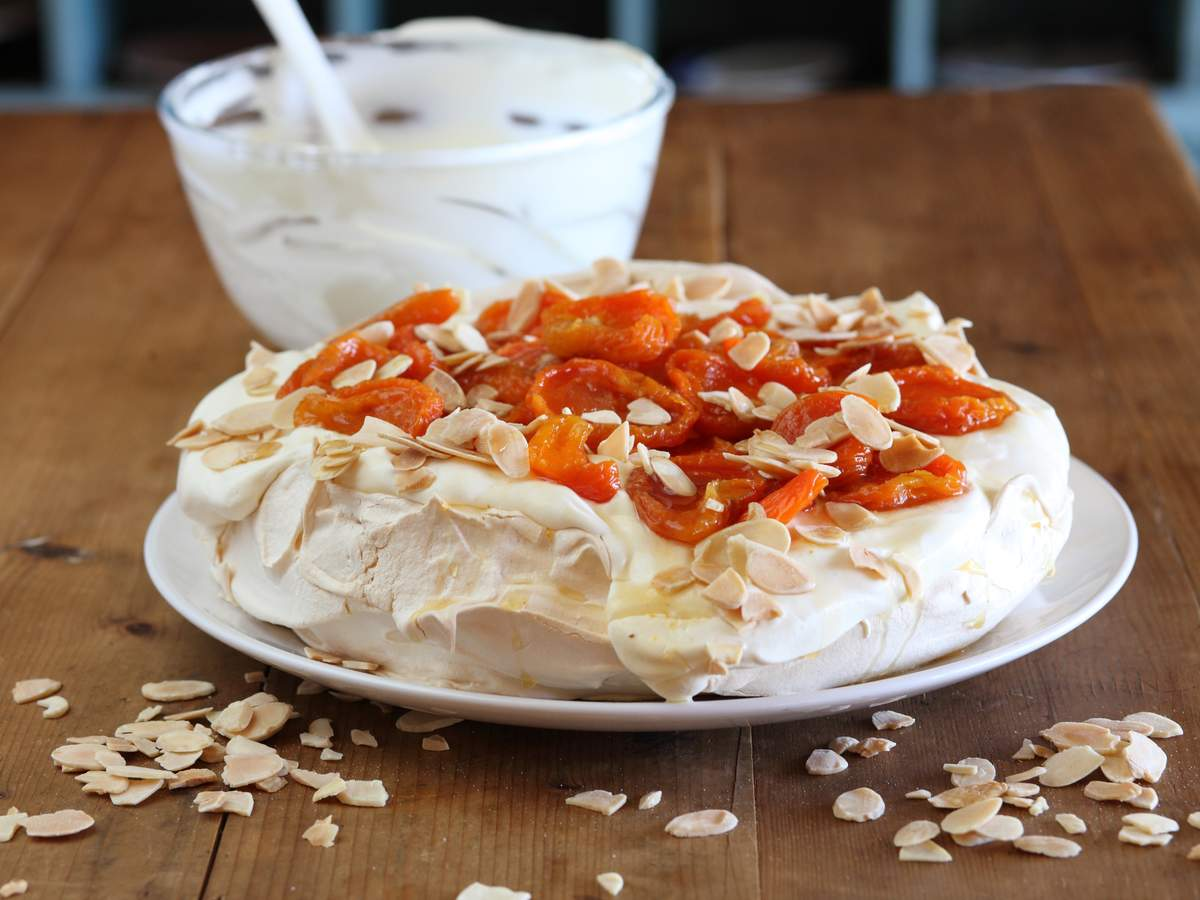 Pavlova with dried apricots and almonds
