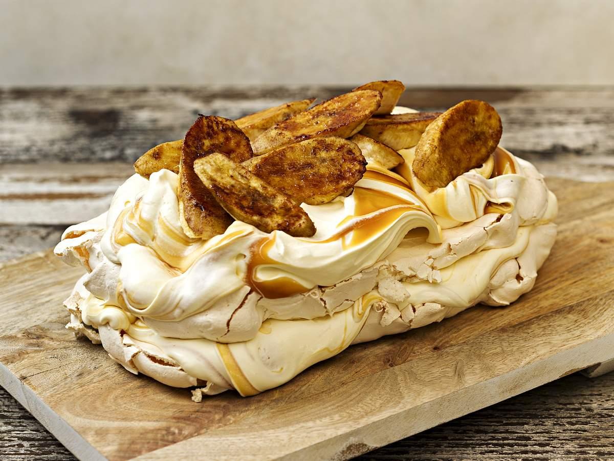 Banana caramel pavlova 1