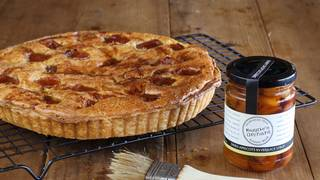 Apricot frangipan tart